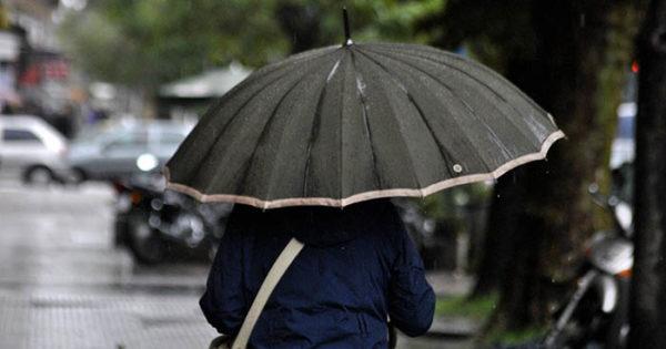 Pronostican abundantes lluvias y vientos intensos