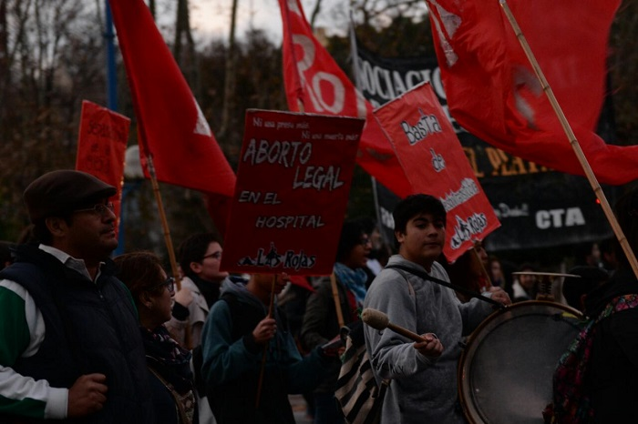 """#NiUnaMenos: reclamaron aborto legal y libertad para """"Higui"""""""