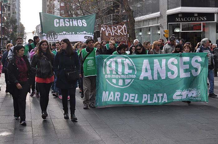 Día de paro de docentes, estatales y médicos bonaerenses