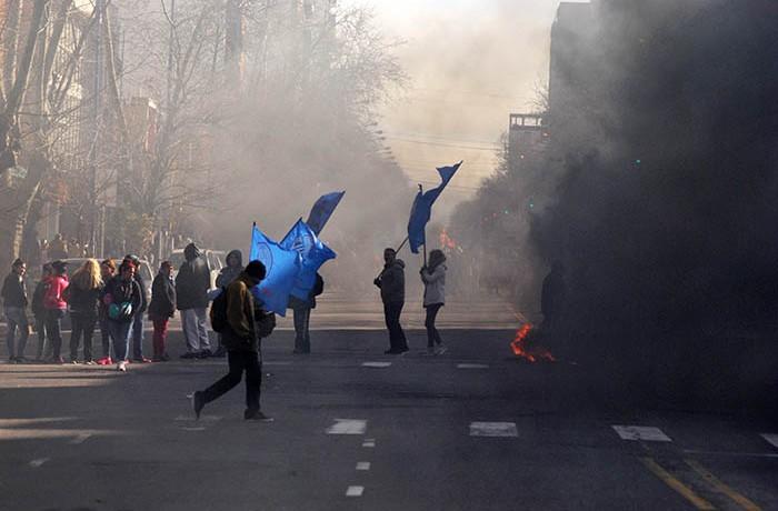 PROTESTA PUERTO TRABAJADORES MUNICIPALIDAD (1)