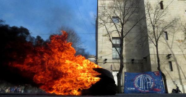 Arroyo propuso que se prohíba la quema de neumáticos