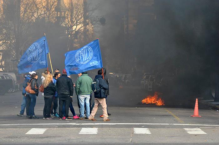 Hubo acuerdo y levantaron la protesta en el Municipio