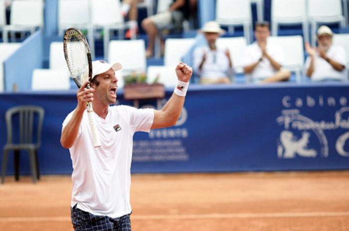 Zeballos avanzó a la segunda ronda en Bastad