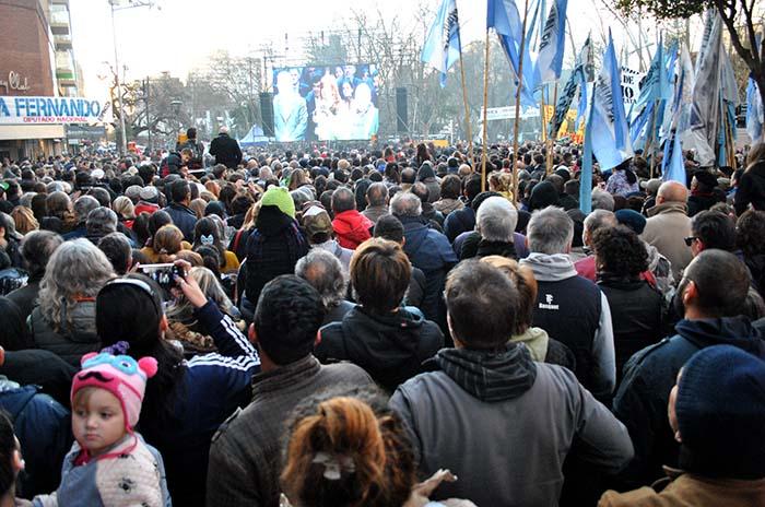 Una multitud acompañó a Cristina frente al Radio City
