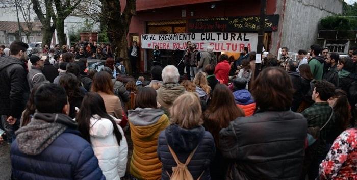 Abrazo a El Séptimo Fuego tras la amenaza y un acto vandálico