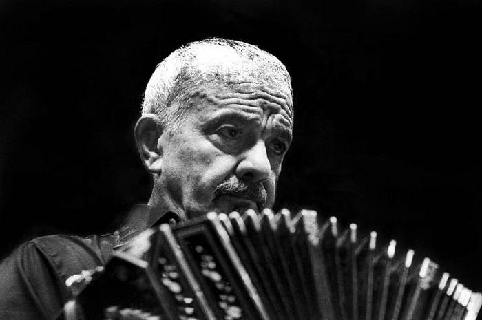 Homenaje a Piazzolla con un bandoneón gigante interactivo