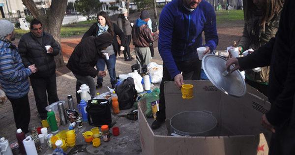 Día del Amigo: un desayuno en la calle con los que menos tienen