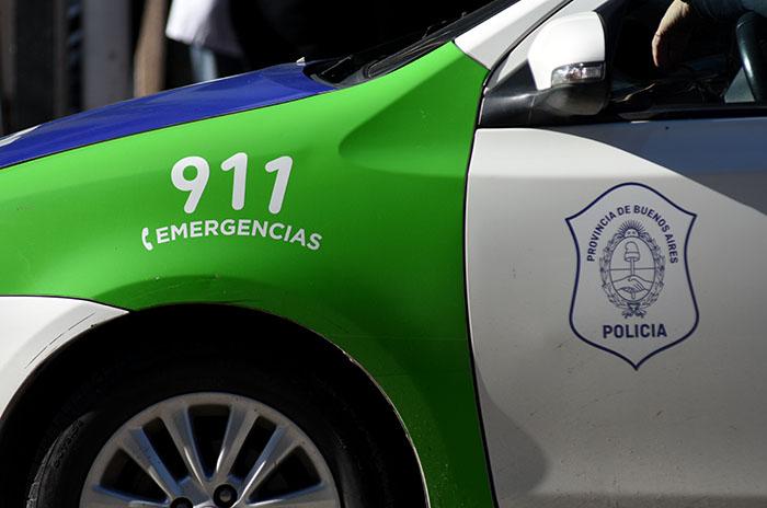 Escaparon de un control, chocaron un patrullero y le pegaron a un policía: detenidos