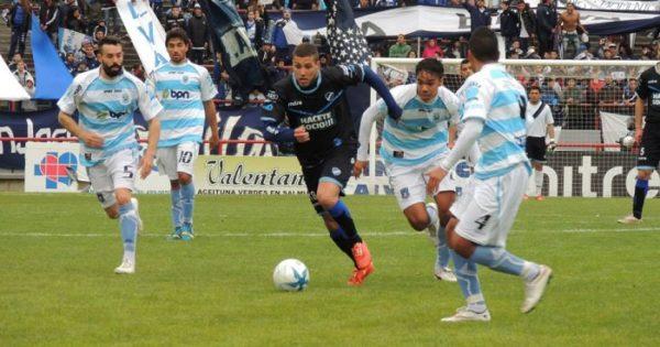 Emanuel Pennisi, del fútbol local al Federal A