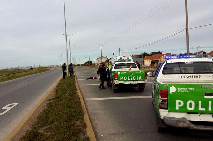 Dio marcha atrás y mató a una mujer que cruzaba la Ruta 11