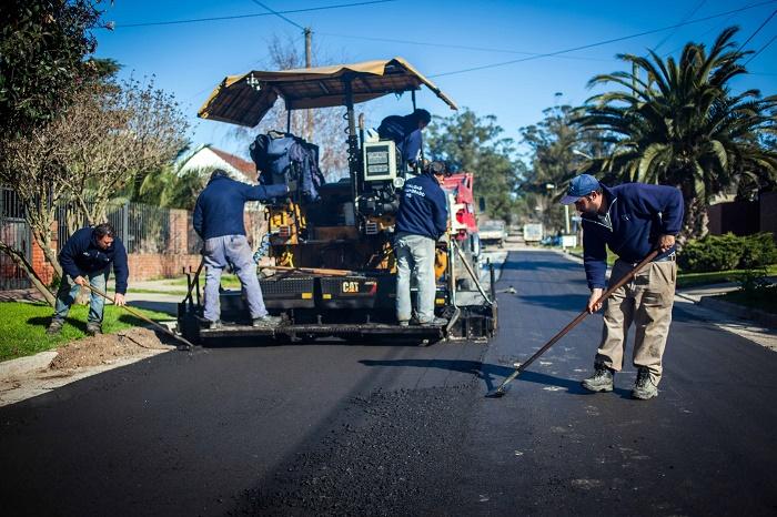 Firman convenio por $80 millones para obras de asfalto
