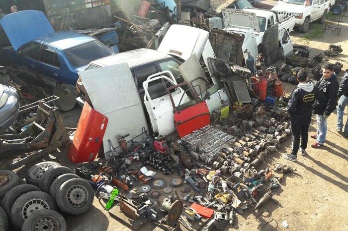Clausuran desarmadero: había 30 vehículos y casi 500 autopartes