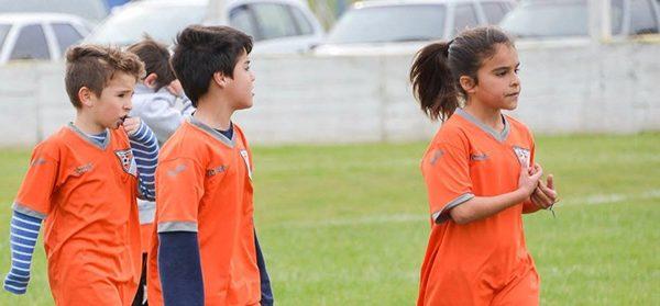 Fútbol mixto: dos chicas, entre la ilusión y la negativa de la Liga