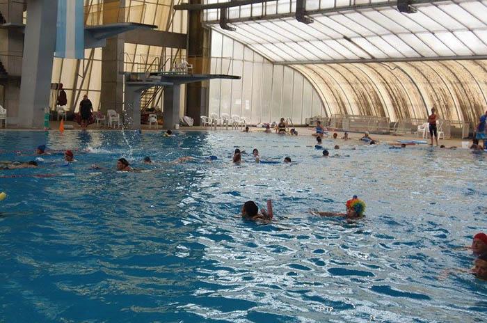 Piden inspección del natatorio tras la caída del sistema de ventilación