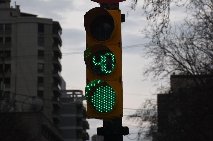 Piden poner semáforos con contadores en zonas de fotomultas