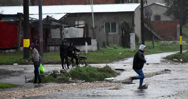 Por el temporal de lluvia y viento, ya son doce los evacuados