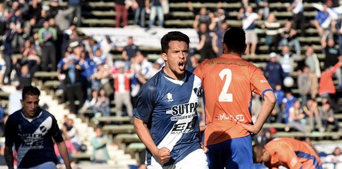 Alvarado goleó a Deportivo Roca en el inicio del Federal A