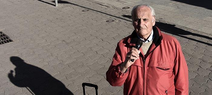 A los 76 años, Cultura no lo deja cantar e inspectores lo prepotean