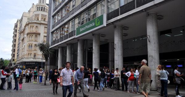 Bancarios bonaerenses paran en rechazo de reforma jubilatoria en el Bapro