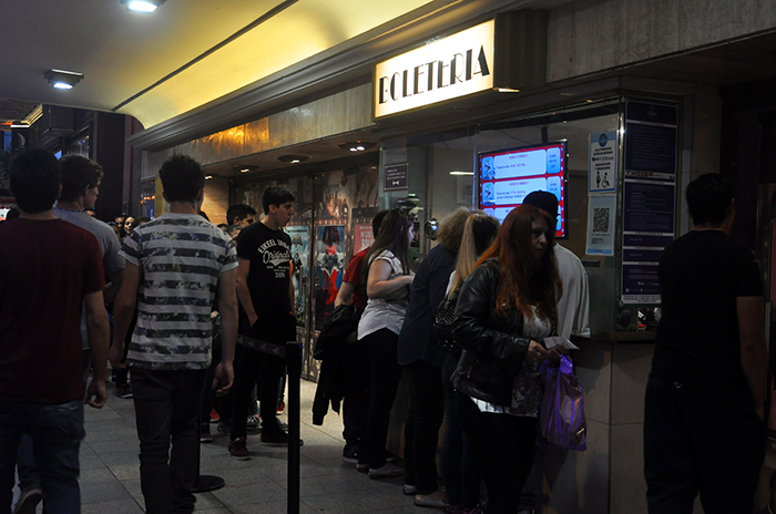 Largas filas y salas llenas por el cine argentino a $35