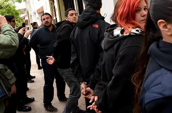 Allanaron un local del FIT y detuvieron a candidatos
