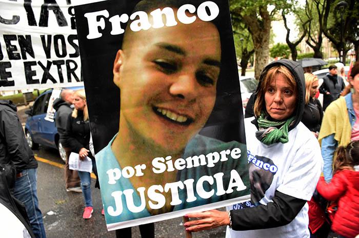 MARCHA JUSTICIA POR LUCIA BERNAOLA  (7)