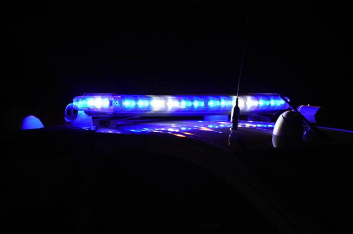 Atacó con un cuchillo a policía y lo redujeron al dispararle en la pierna