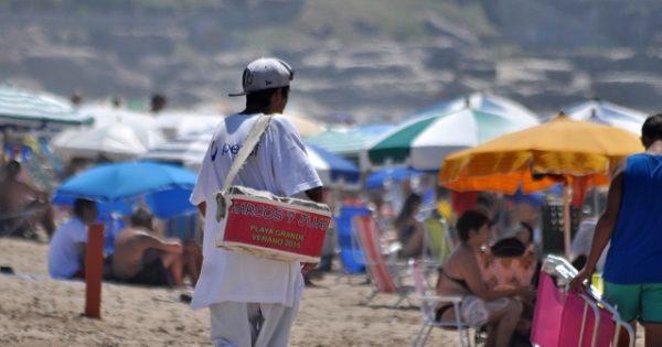 """Verano 2018: """"Habrá fuerte control de la venta ambulante en playas"""""""
