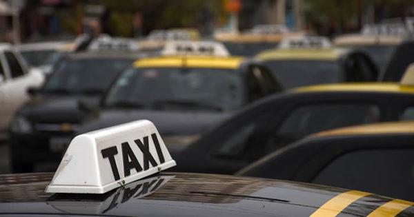 Taxis: piden que la bajada de bandera suba a $34,80