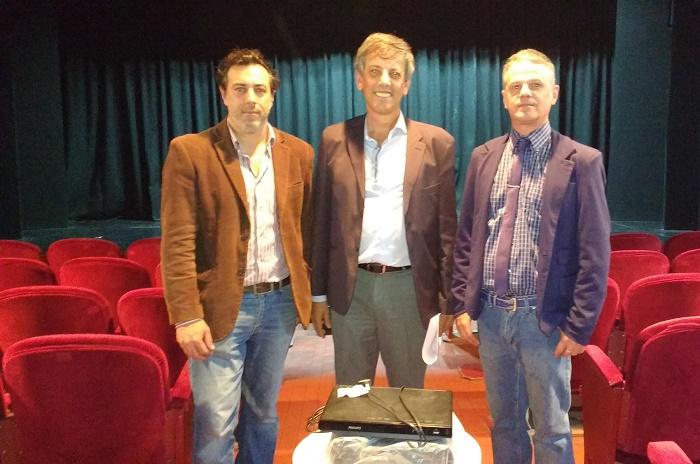El Consorcio Portuario donó un proyector a sala de teatro del Puerto