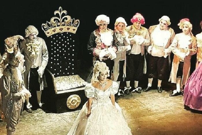 """Presentan la ópera """"La Cenicienta"""" con más de 40 artistas en escena"""