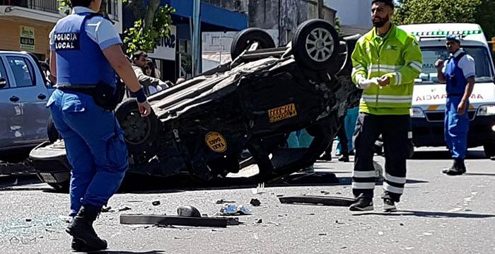 Triple choque, vuelco y seis heridos en Colón y Funes