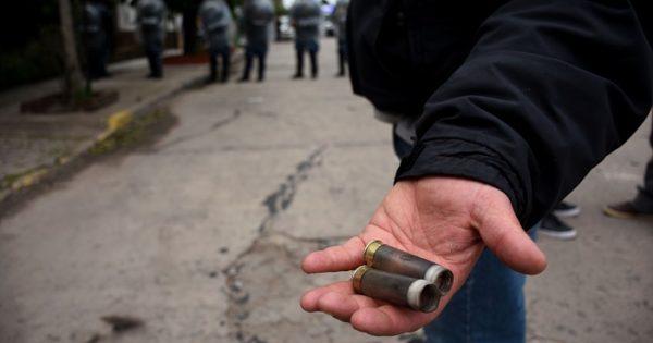 Violento desalojo en Desarrollo Social: balas de goma y detenidos