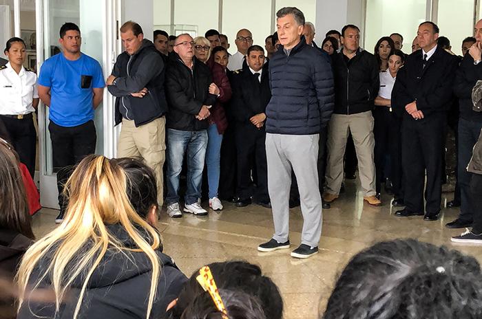 Macri estuvo en la Base Naval con los familiares de los tripulantes
