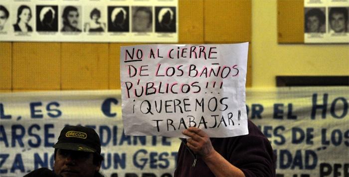 Baños en plazas: reclamo ante una posible privatización