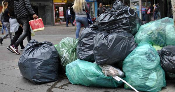 Pese al anuncio del gobierno, las calles siguen llenas de basura