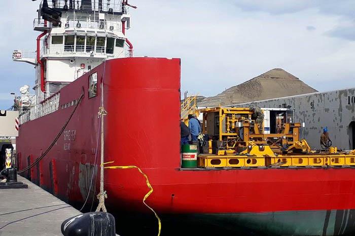 ARA San Juan: zarpó el barco que lleva al minisubmarino