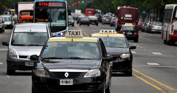 Lunes sin colectivos por el paro: qué pasa con los taxis y remises