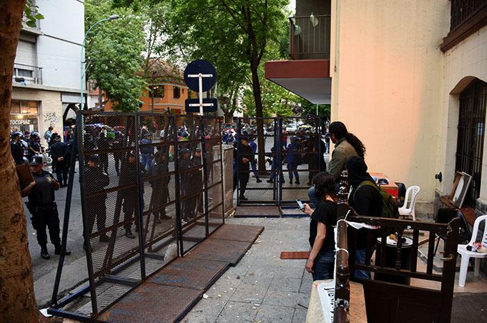 Toma en Desarrollo Productivo, día 15: la policía valló el edificio