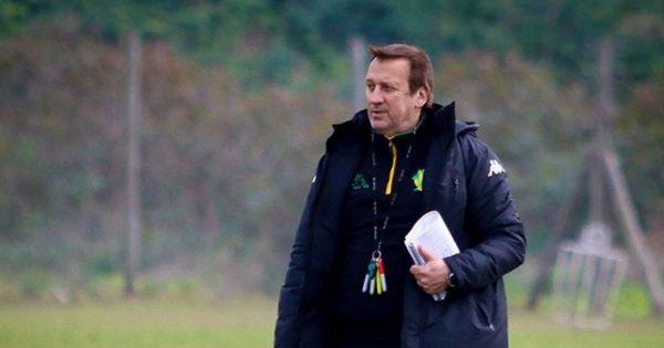 Walter Perazzo dejó de ser el entrenador de Aldosivi
