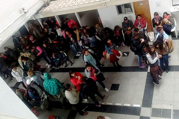 Organizaciones sociales ocupan oficinas de Desarrollo Social