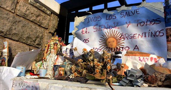 """ARA San Juan: proponen un monumento para """"los 44 héroes"""""""