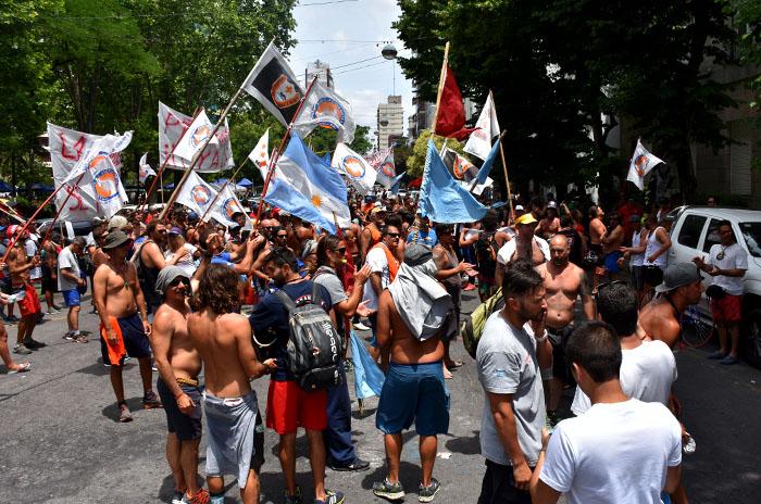Guardavidas vuelven a protestar a la espera de respuestas