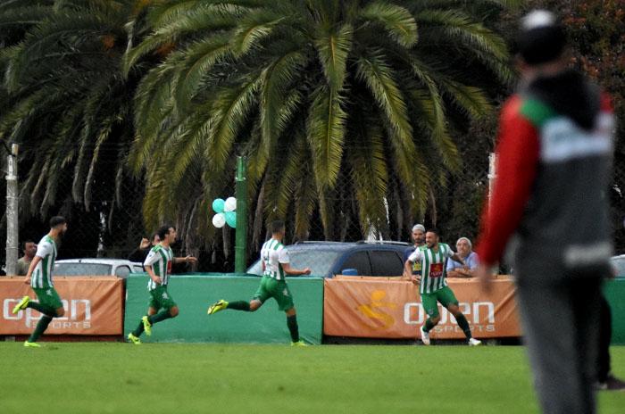 Fútbol local: Kimberley no afloja y sigue en lo más alto