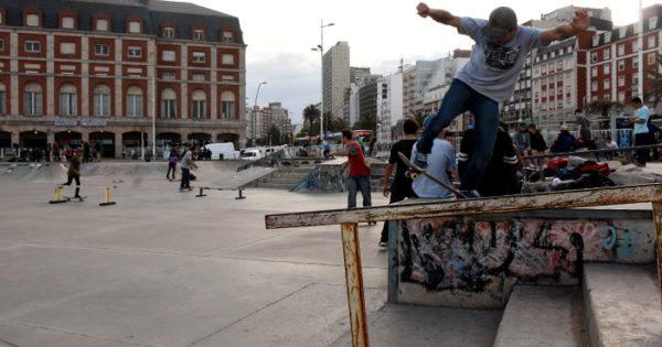 Skate, luces y acción en Bristol Park