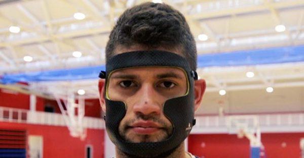 Garino volvió a los entrenamientos con una máscara