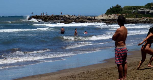 Otro rescate en una playa del sur sin guardavidas