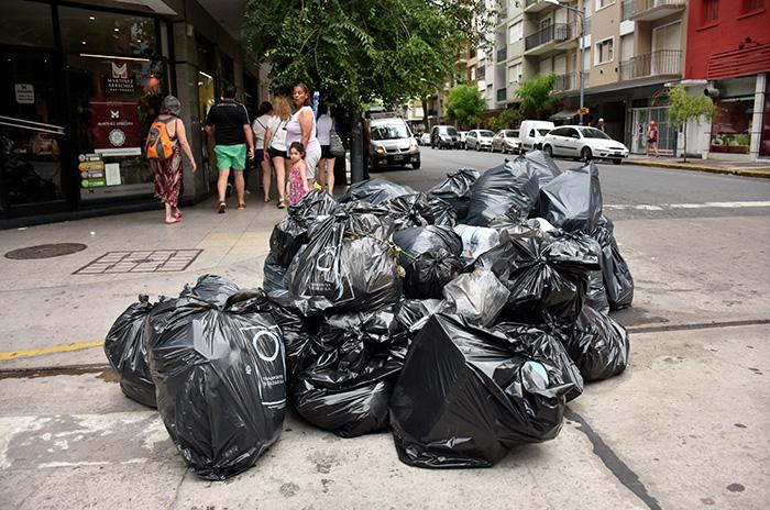 Basural en conflicto, día 2: residuos por todos lados