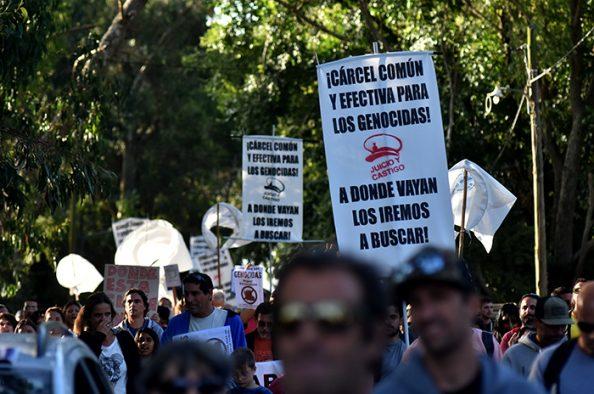 Piden el repudio oficial a la prisión domiciliaria que cumplenonce genocidas