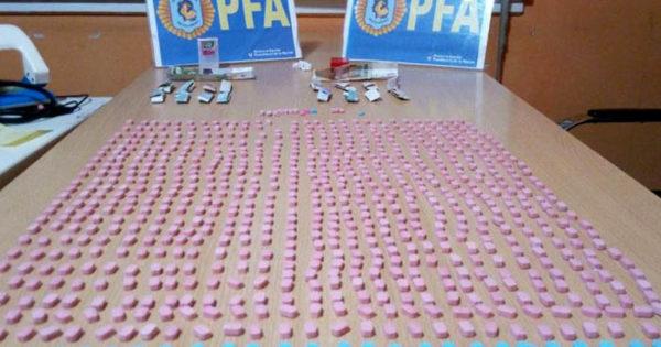 Secuestraron más de 700 pastillas de metanfetaminas